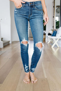 Judy Blue Weak At The Knees Jeans