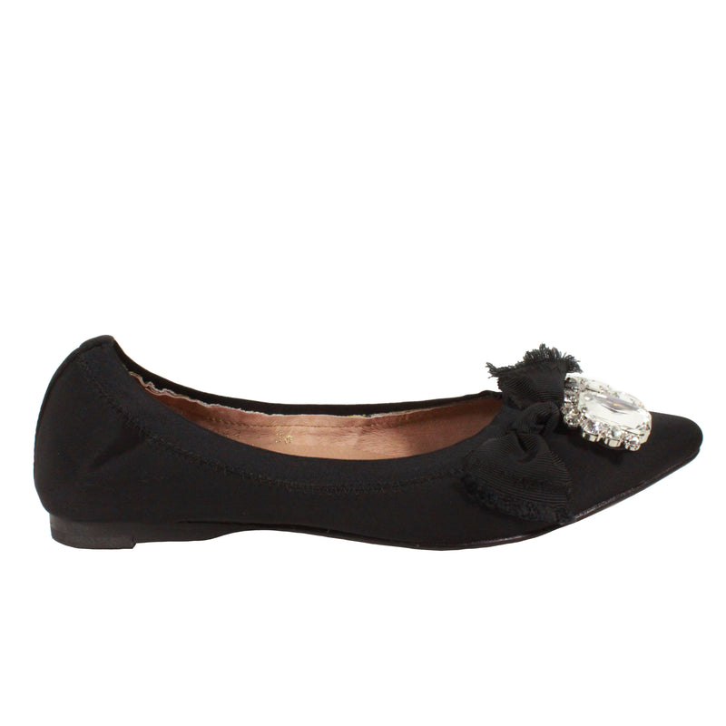 Diamond Cluster in Black all black pointy flats