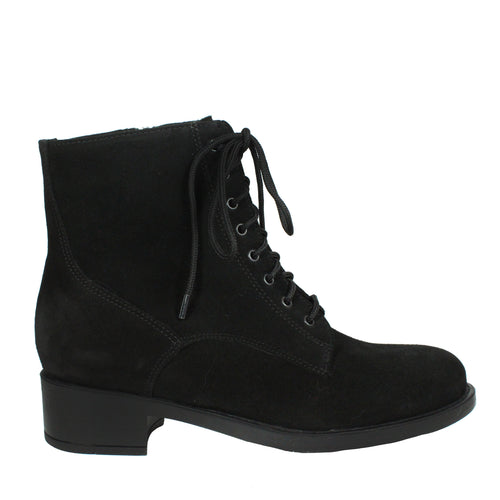 Savanna in Black Suede la canadienne