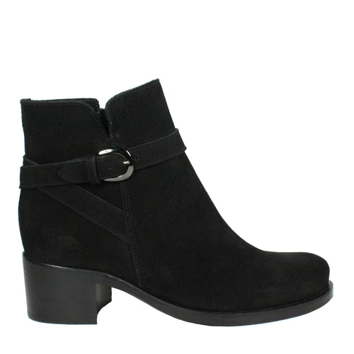 Pru in Black Suede la canadienne