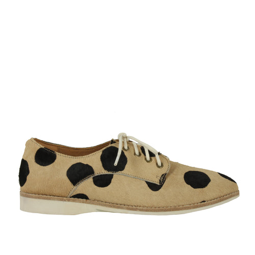 Derby Beige in Beige/Black Spot