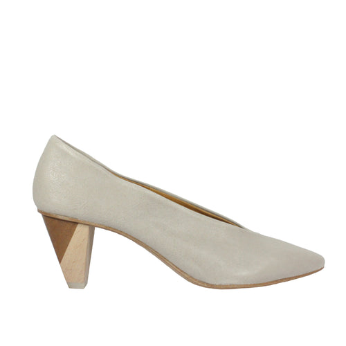 James in Rock Perla taupe heels