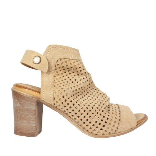 Udo in Camel heel sandals