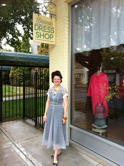VISIT DONNA'S DRESS SHOP!
