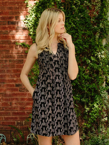 Camden Pleat Dress Black Dots
