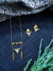 Oblique Triangle Necklace