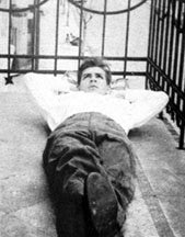 che guevara laying down