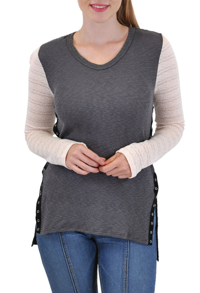 V NECK LONG SLEEVE TOP IN RIB WITH SNAP SIDES