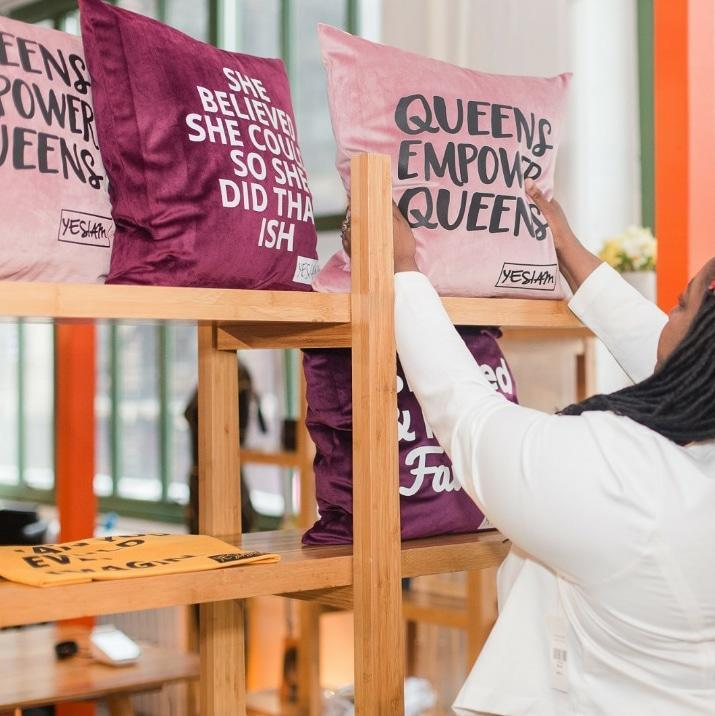 YES I AM | QUEENS EMPOWER QUEENS PILLOW