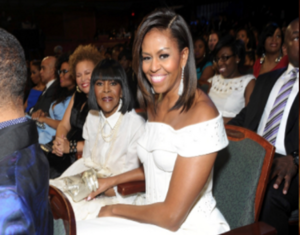 Celebrity Spotlight:  Michelle Obama Wears a Closure!