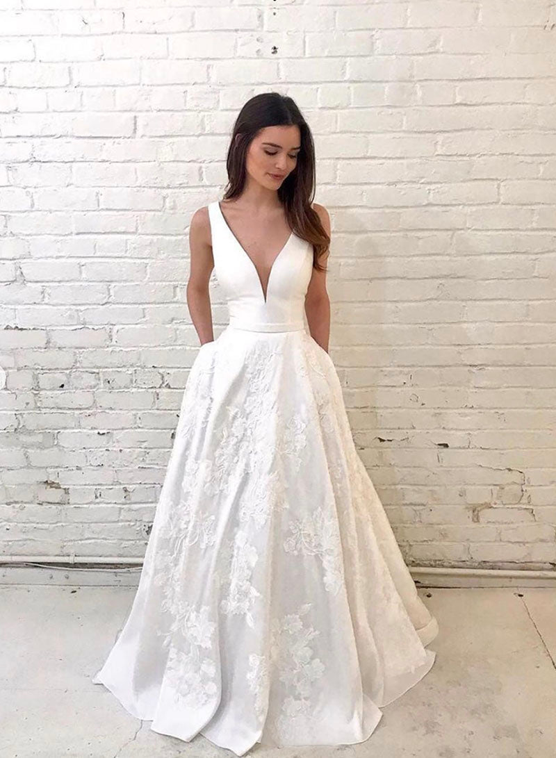 White v neck lace long prom gown