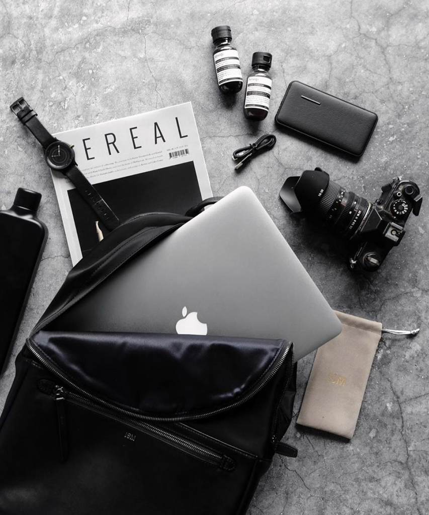 What's In My Bag | Student & Photographer