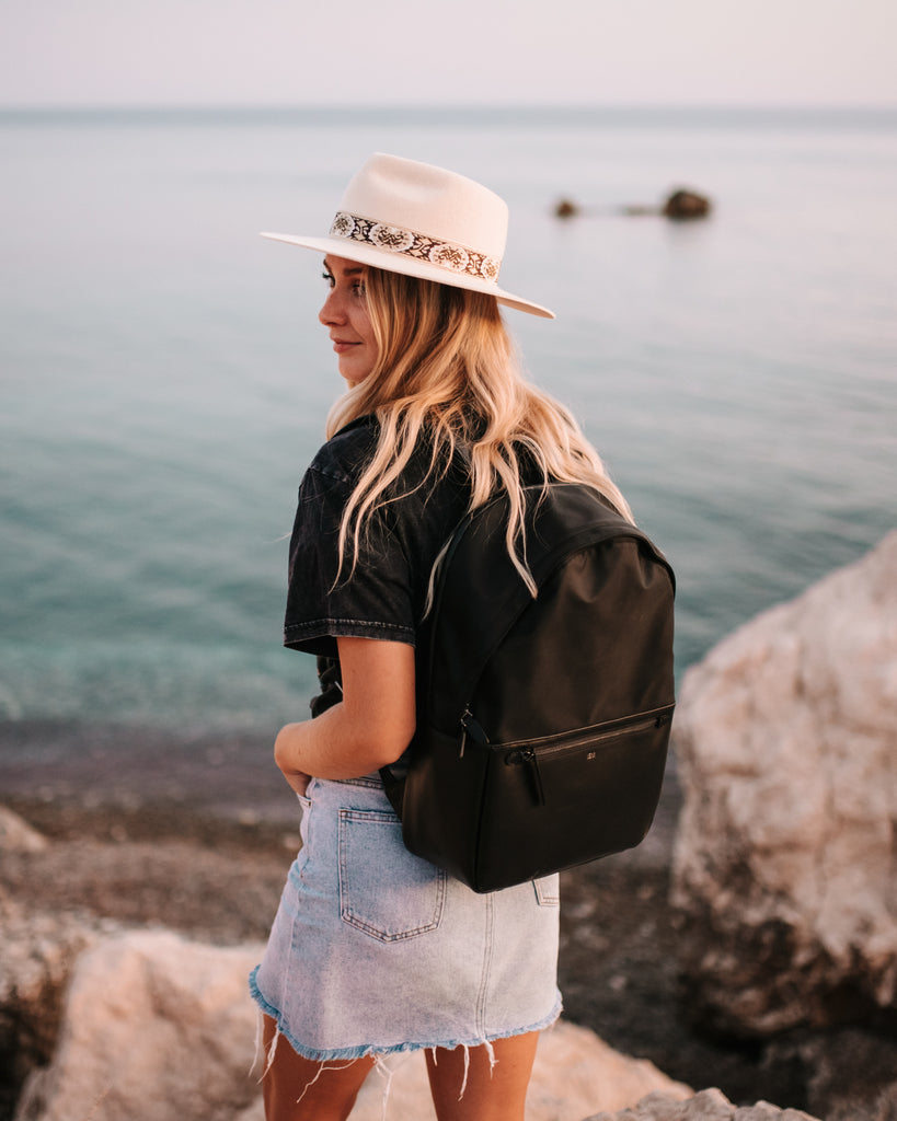 travel-blogger-whats-in-my-bag-ism-backpack-large