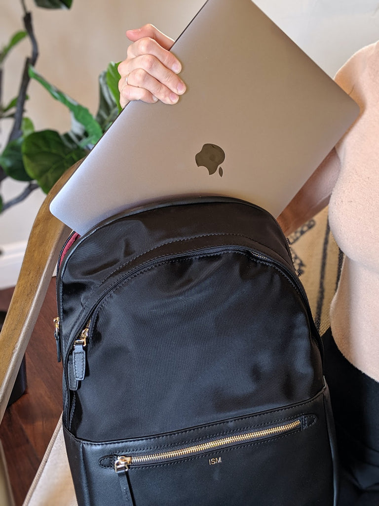 freelancer-whats-in-my-bag-ism-backpack-laptop