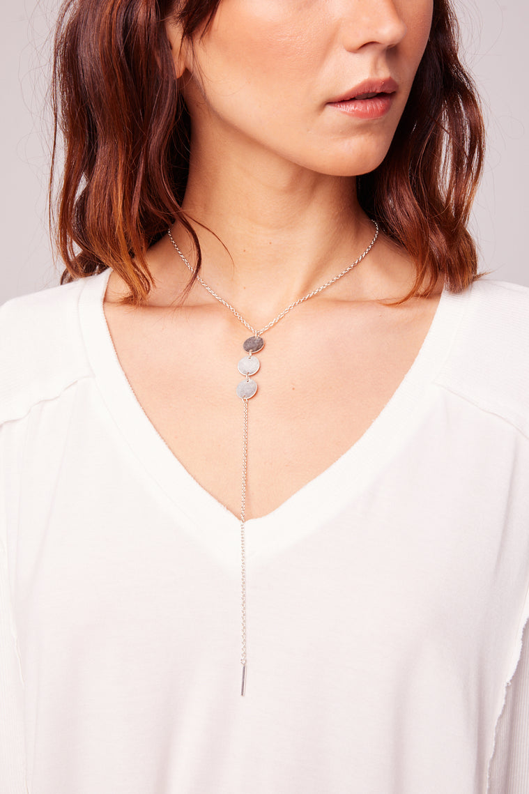Drop It low Triple Disc Lariat Necklace Close