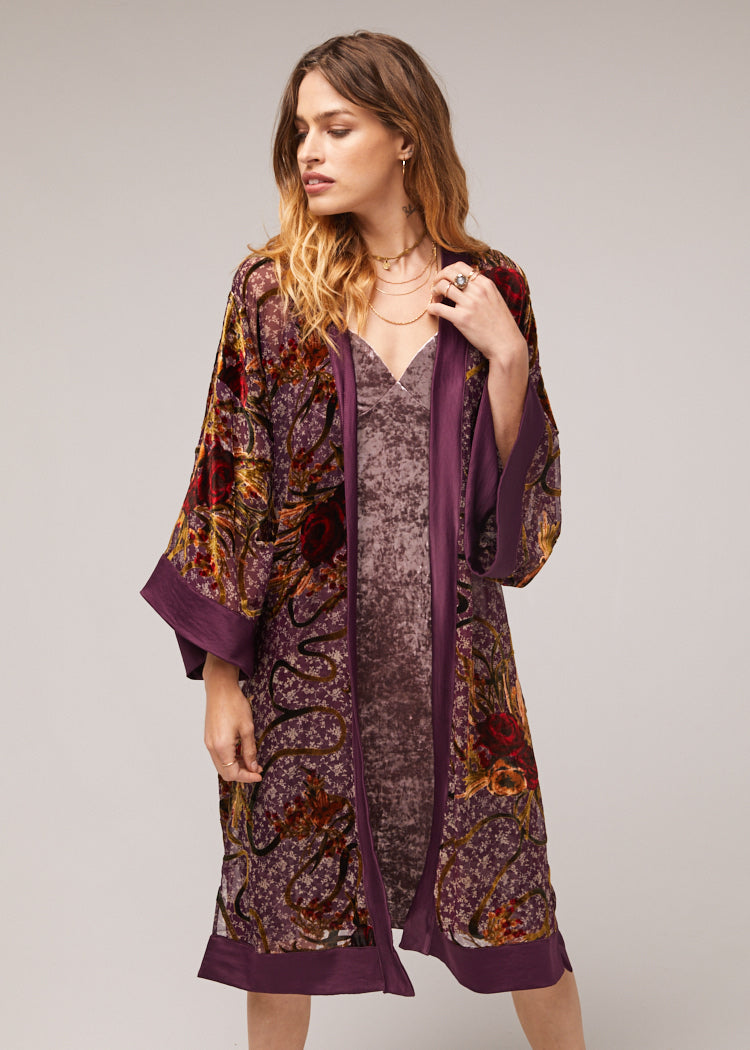 Lonnie-Crushed-Velvet-Satin-Kimono-Close