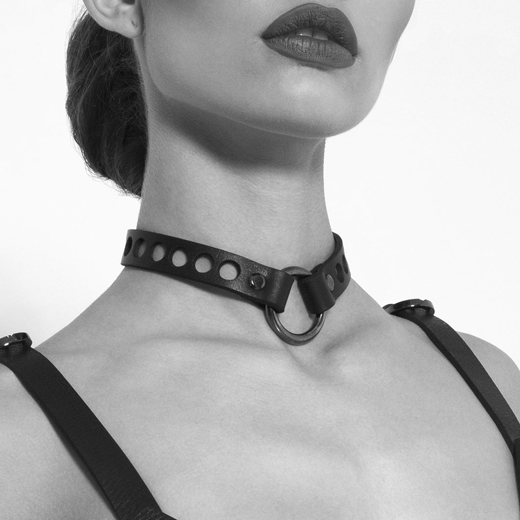 0770 Flavienne leather ring choker