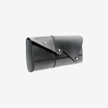 Load image into Gallery viewer, 0770 Nemesi leather clutch