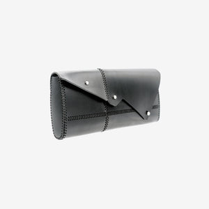 0770 Nemesi leather clutch