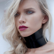 Load image into Gallery viewer, 0770 Josette postural leather choker collar