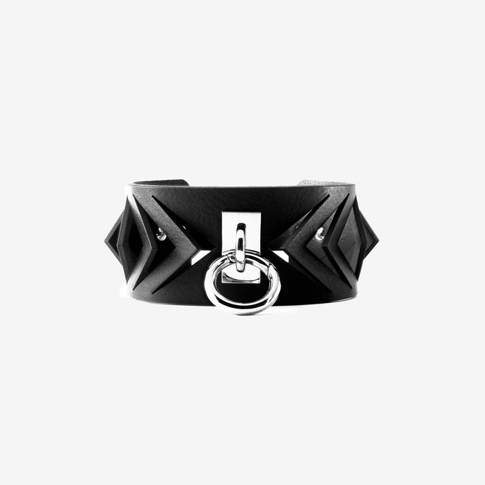 0770 Brigitte leather ring choker collar