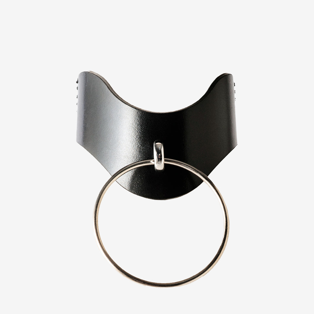 0770 Desdemona leather ring choker collar