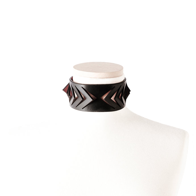 0770 Cordelia leather choker collar