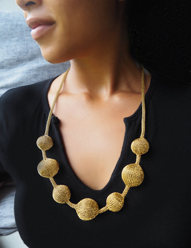 SUMBA BALL NECKLACE