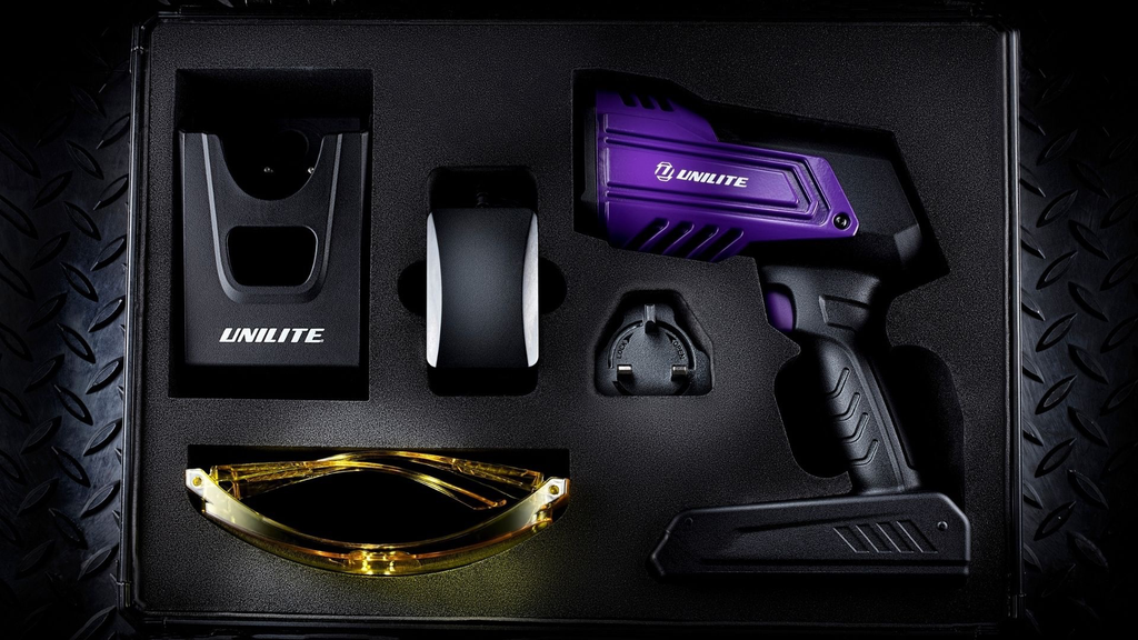 Unilite 66W RECHARGEABLE UV CURING GUN KIT WITH POWERFUL IRRADIANCE WITH MAXIMUM UV-A INTENSITY OF 55,000 _W/cm_ AT 20CM (8INCHES) EFFICIENT BUILTIN COOLING SYSTEM TO MAINTAIN OPTIMUM LIGHT OUTPUT DURING EXTENDED USE15V
