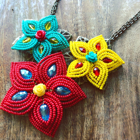 Como La Flor Beaded Flower Necklace