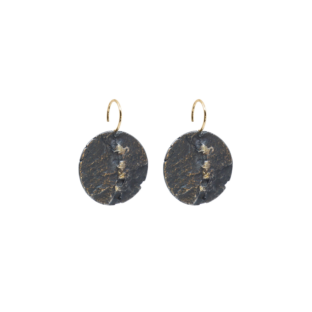blak medium circle earrings
