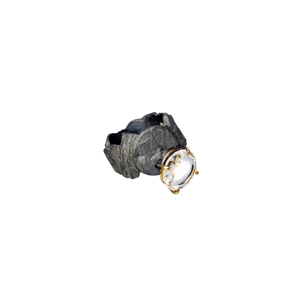 blak white quartz ring