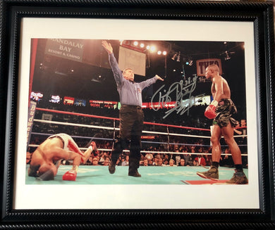 Félix Tito Trinidad framed 11x17 size Autographed Boxing Photo in silver signature