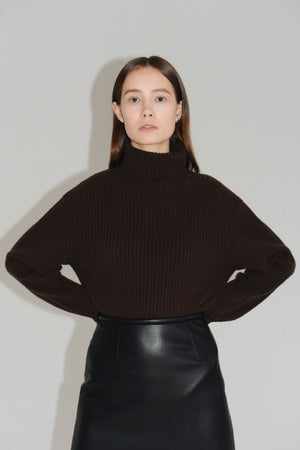 Amomento Whole Garment Rib Turtleneck Sweater Brown