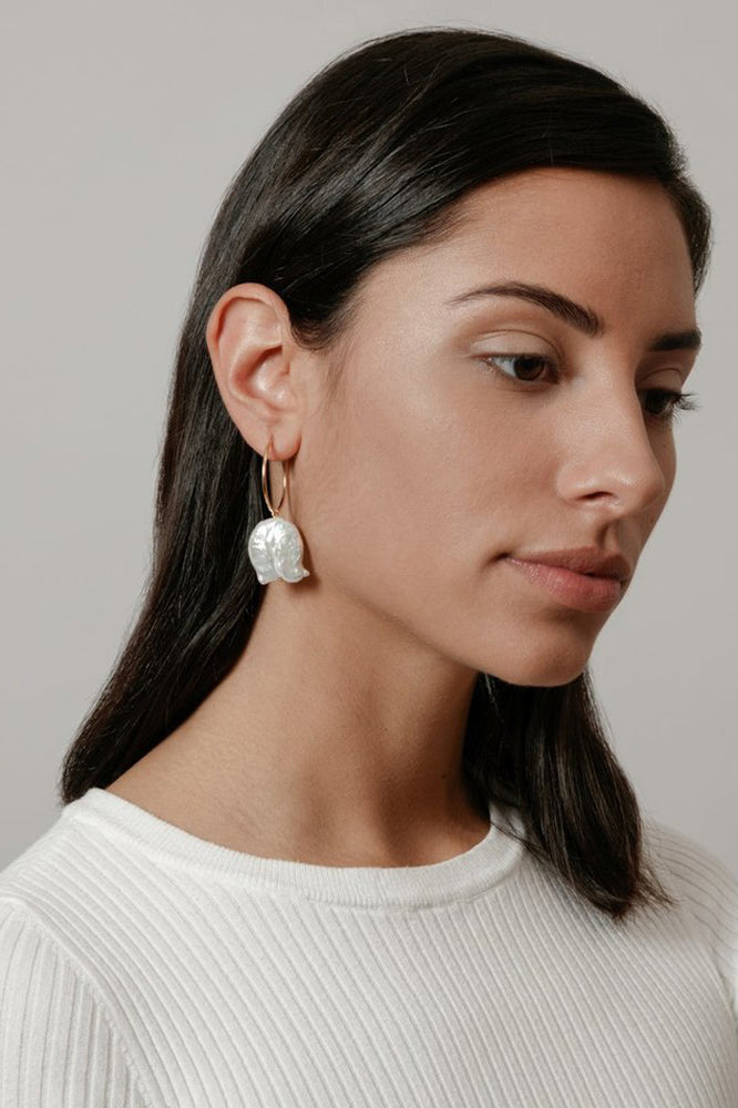 Load image into Gallery viewer, Wolf Circus Pearl Hoop Earrings Gold