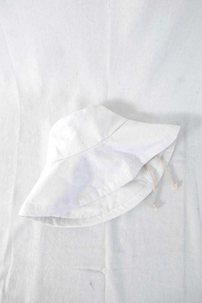 Sun Hat in White Cotton-Linen