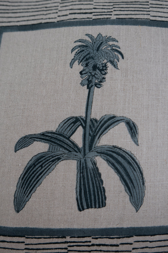 Pineapple Flower Linen Tassel Cushion