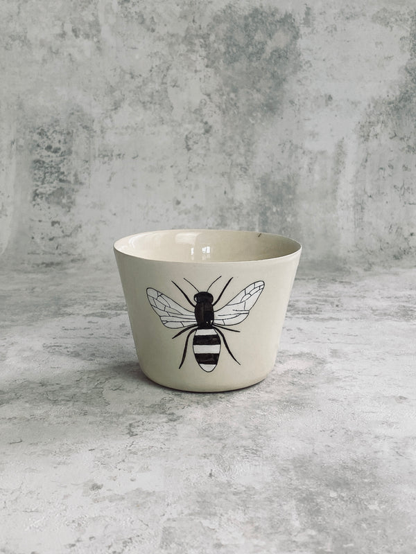 Tasse à thé Bee-TASSES-Three Seven Paris- Ceramic Plates, Platters, Bowls, Coffee Cups. Animal Designs, Zebra, Flamingo, Elephant. Graphic Designs and more.