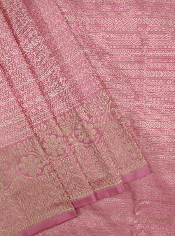 Baby pink katan silk tanchoi Banarasi saree with thin strip pattern (2) CLose up