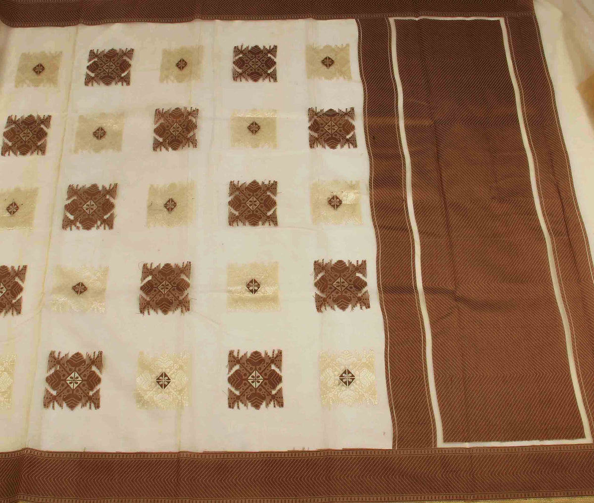 Beige Kora Banarasi saree with stylized boota (2) flat