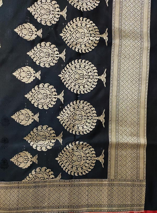 Black Katan silk handloom tanchoi Banarasi saree with mughal booti (4) ANCHAL
