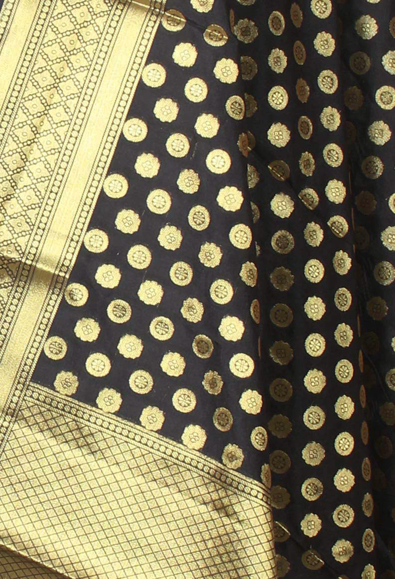 Black Banarasi dupatta with mini flower motifs (2) closeup