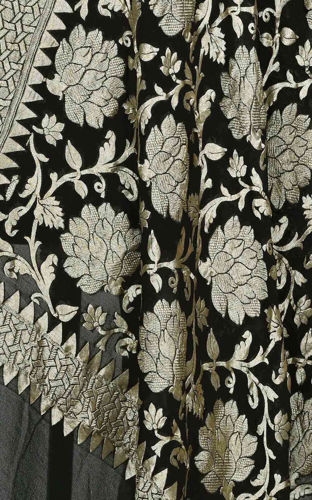 Black khaddi georgette Banarasi dupatta with bold floral jaal (2) Close up