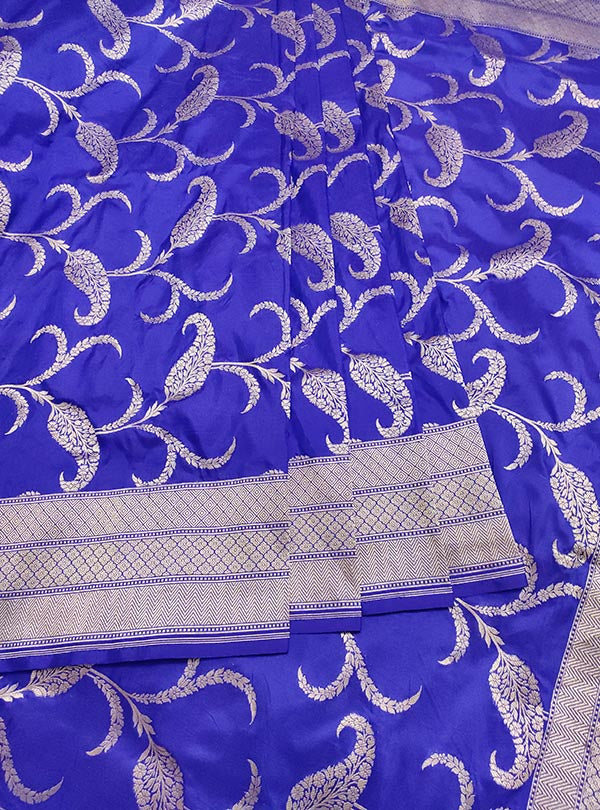 Blue Katan silk handloom Banarasi saree with paisley jaal (3) center