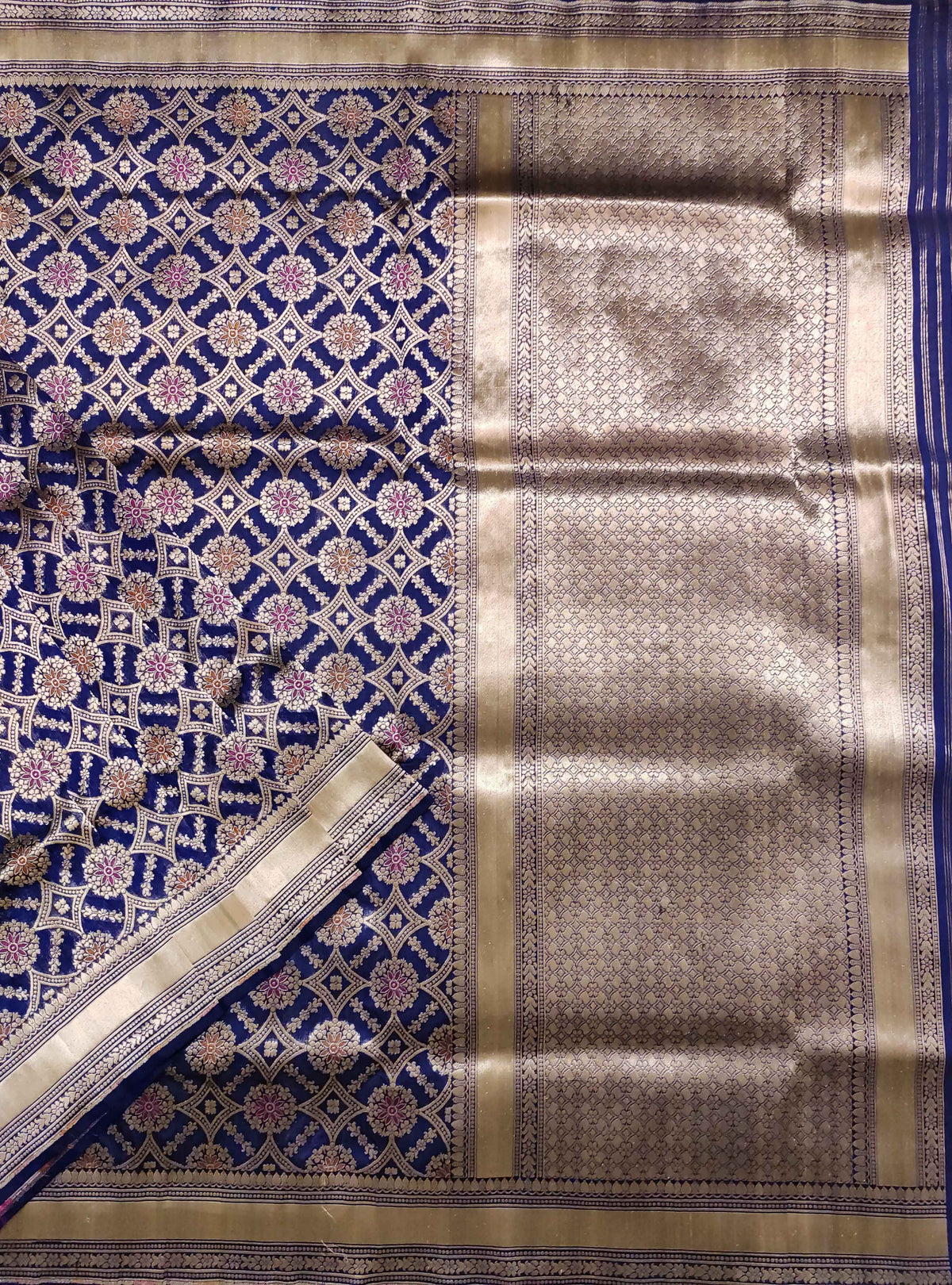 Blue Katan silk Handloom Banarasi saree with meenedar patola jaal (2) Close up
