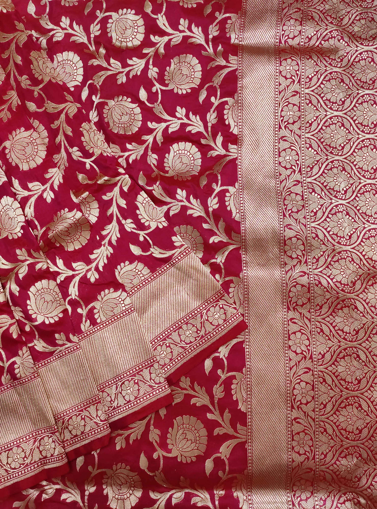 Carmine red Katan silk handloom Banarasi saree with flower jaal (2) Close up