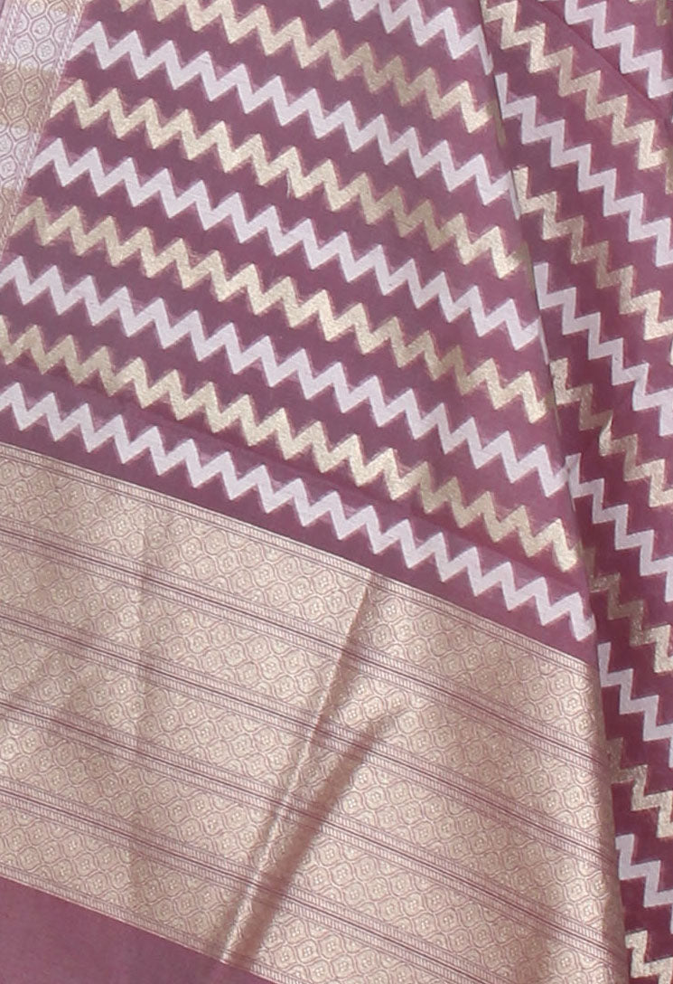 Cranberry silk cotton handwoven Banarasi dupatta with chevron jaal (2) Close up