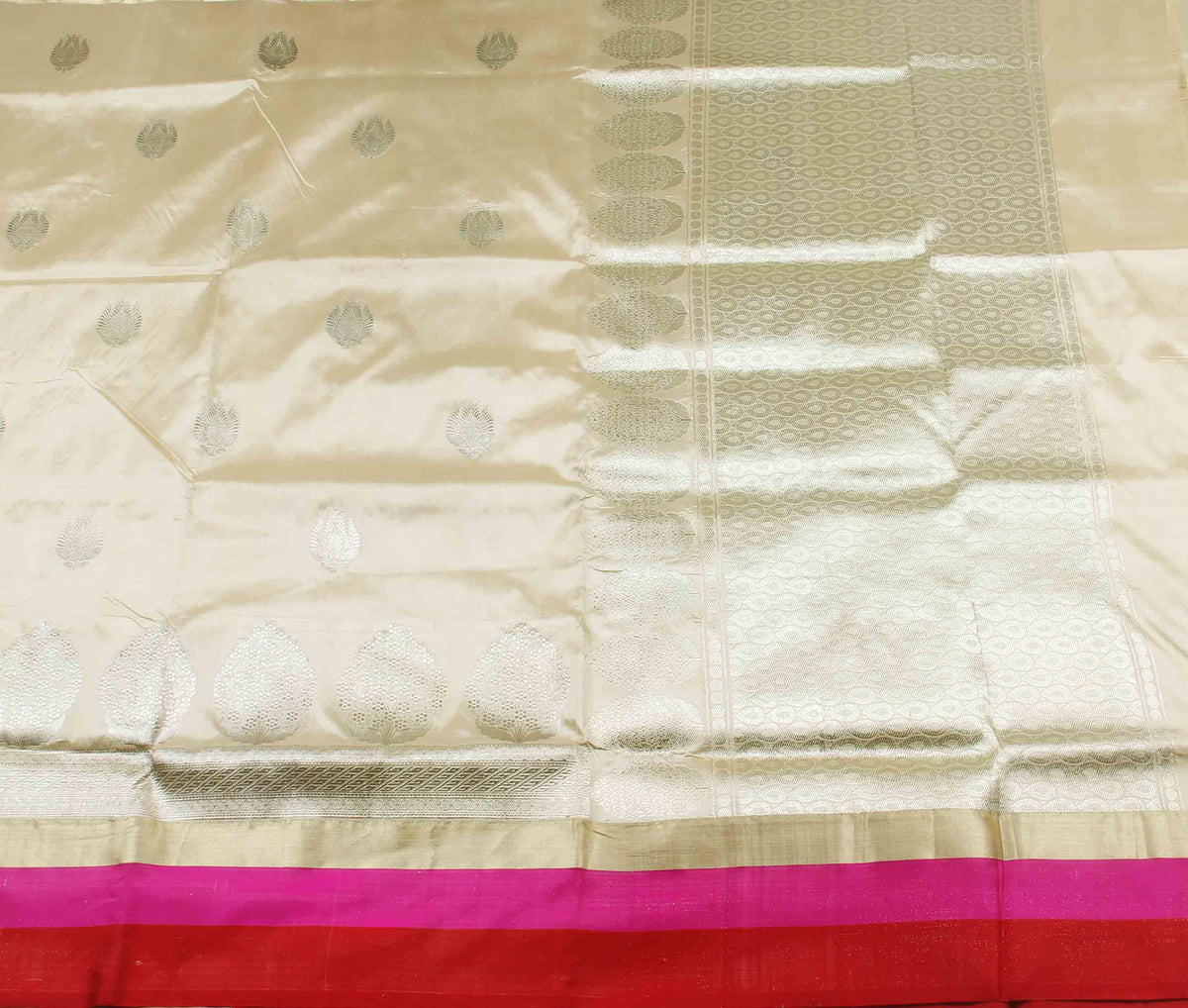 Cream Katan silk handwoven Banarasi saree with stylized boota (2) flat