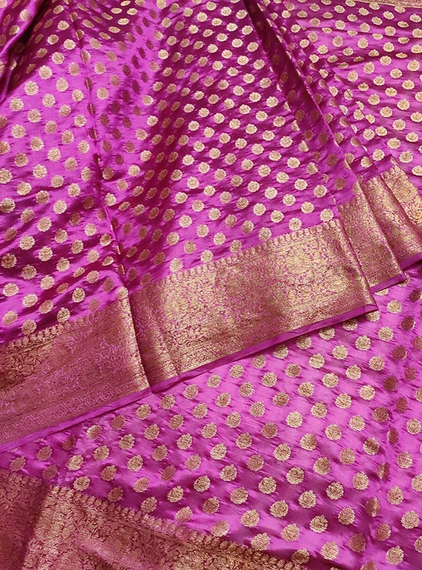 Deep magenta light weight chiniya silk Banarasi saree with mini flower booti (3) center