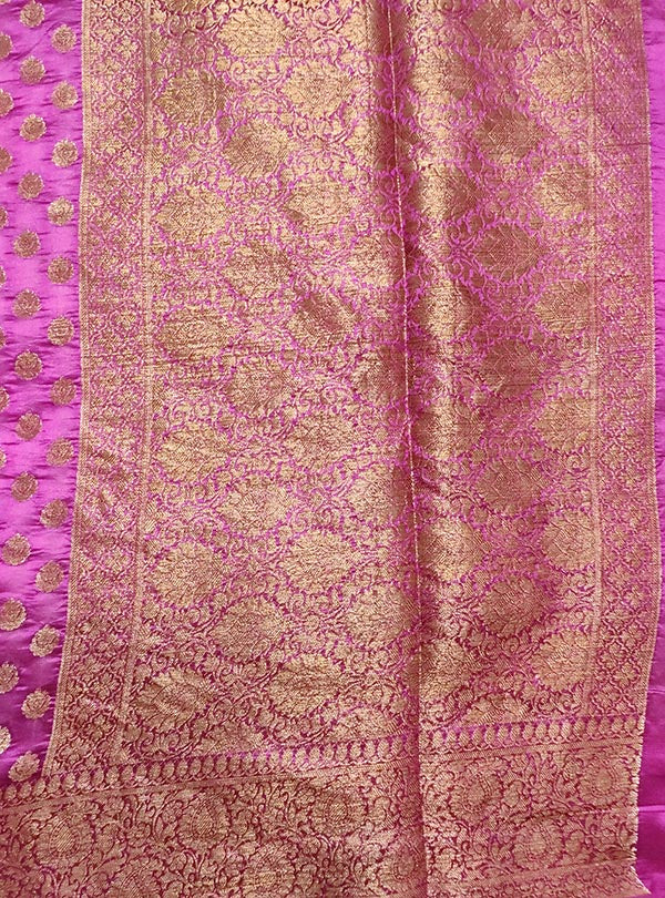 Deep magenta light weight chiniya silk Banarasi saree with mini flower booti (4) pallu